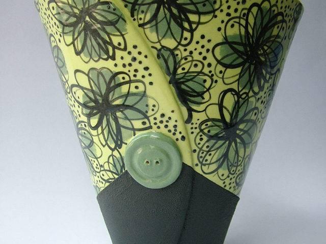 Daisy Button Vase